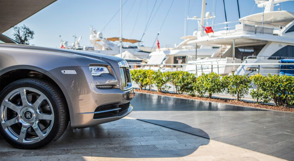THE LATEST HOT LOCATION FOR LUXURY CAR-LOVERS: YALIKAVAK MARINA