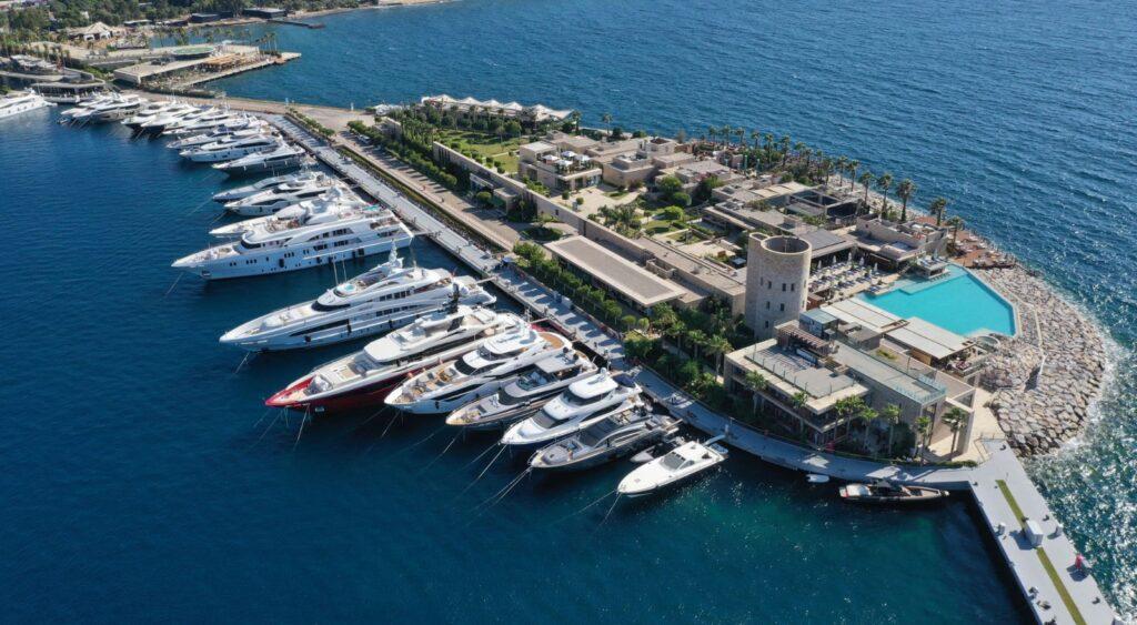 """Yalıkavak Marina'nın seçkin """"Ada Bölgesi"""" dünyanın en lüks markalarının buluşma noktası!"""